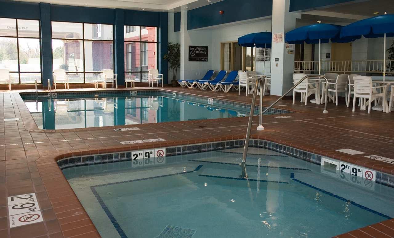 Pool - Hampton Inn & Suites Lino Lakes