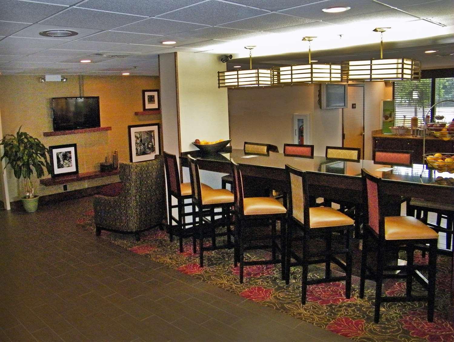 Lobby - Hampton Inn Chesapeake