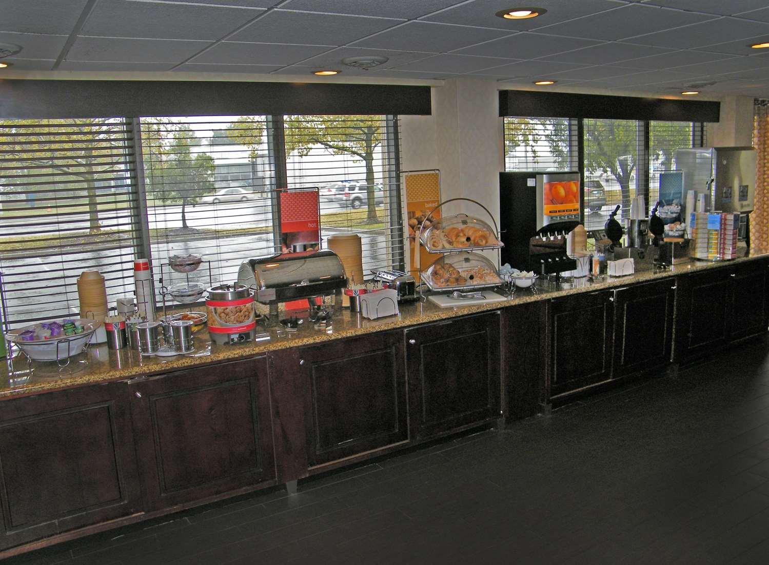 Restaurant - Hampton Inn Chesapeake