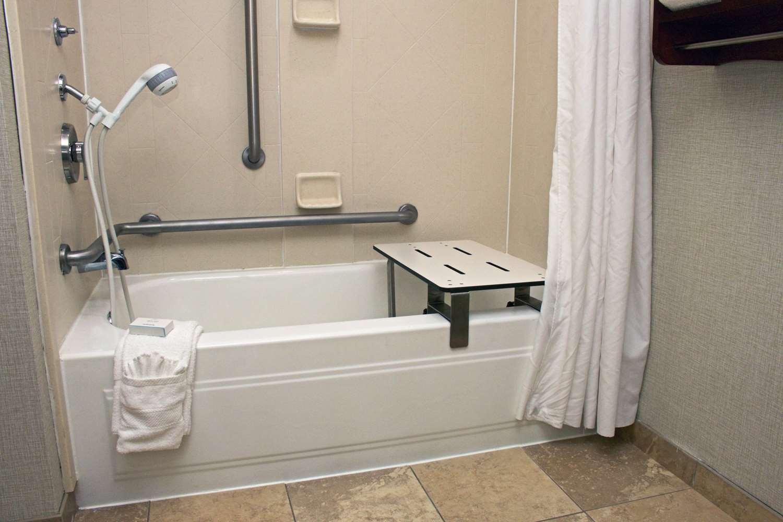Room - Hampton Inn Chesapeake