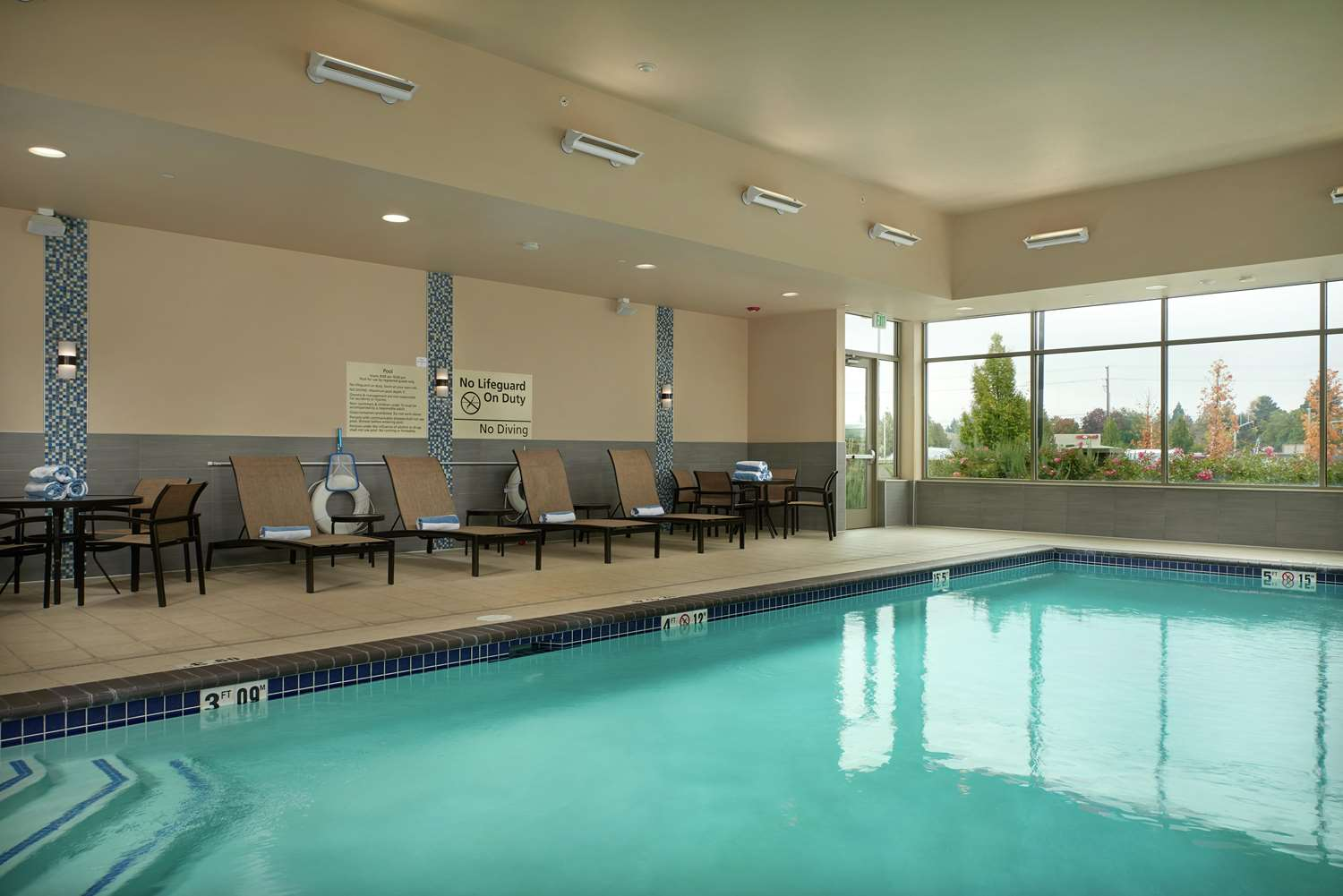 Pool - Hampton Inn & Suites Vancouver