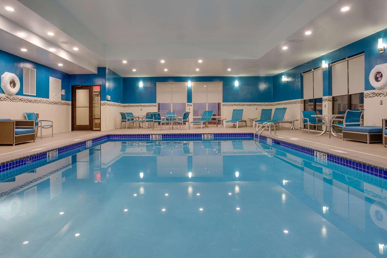 Pool - Hampton Inn & Suites Bensalem