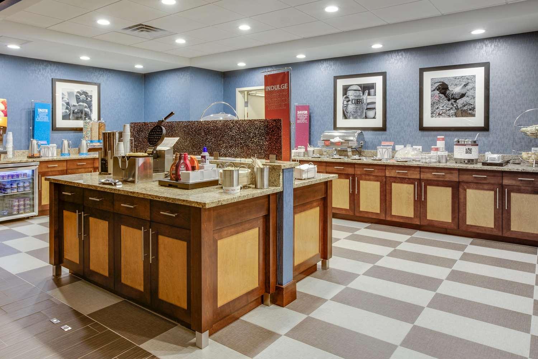 Restaurant - Hampton Inn & Suites Bensalem