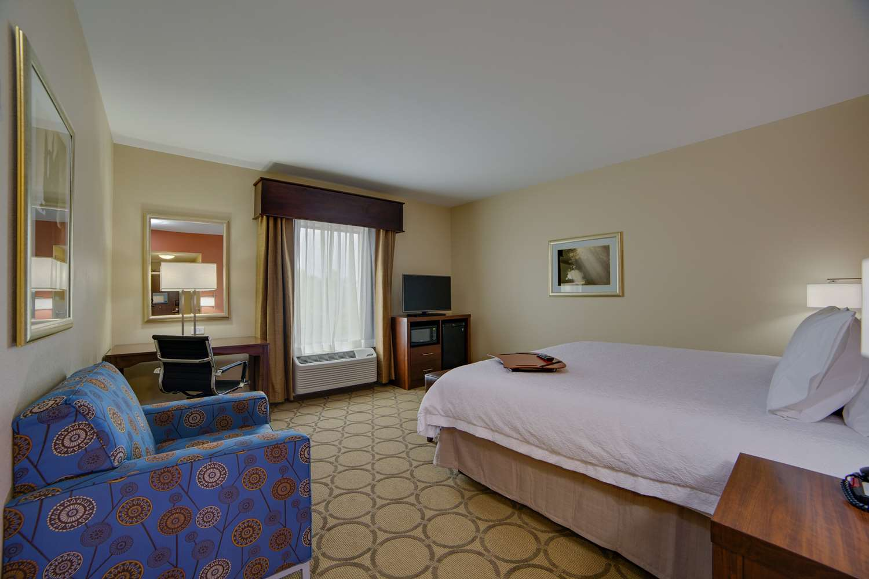 Room - Hampton Inn & Suites Bensalem