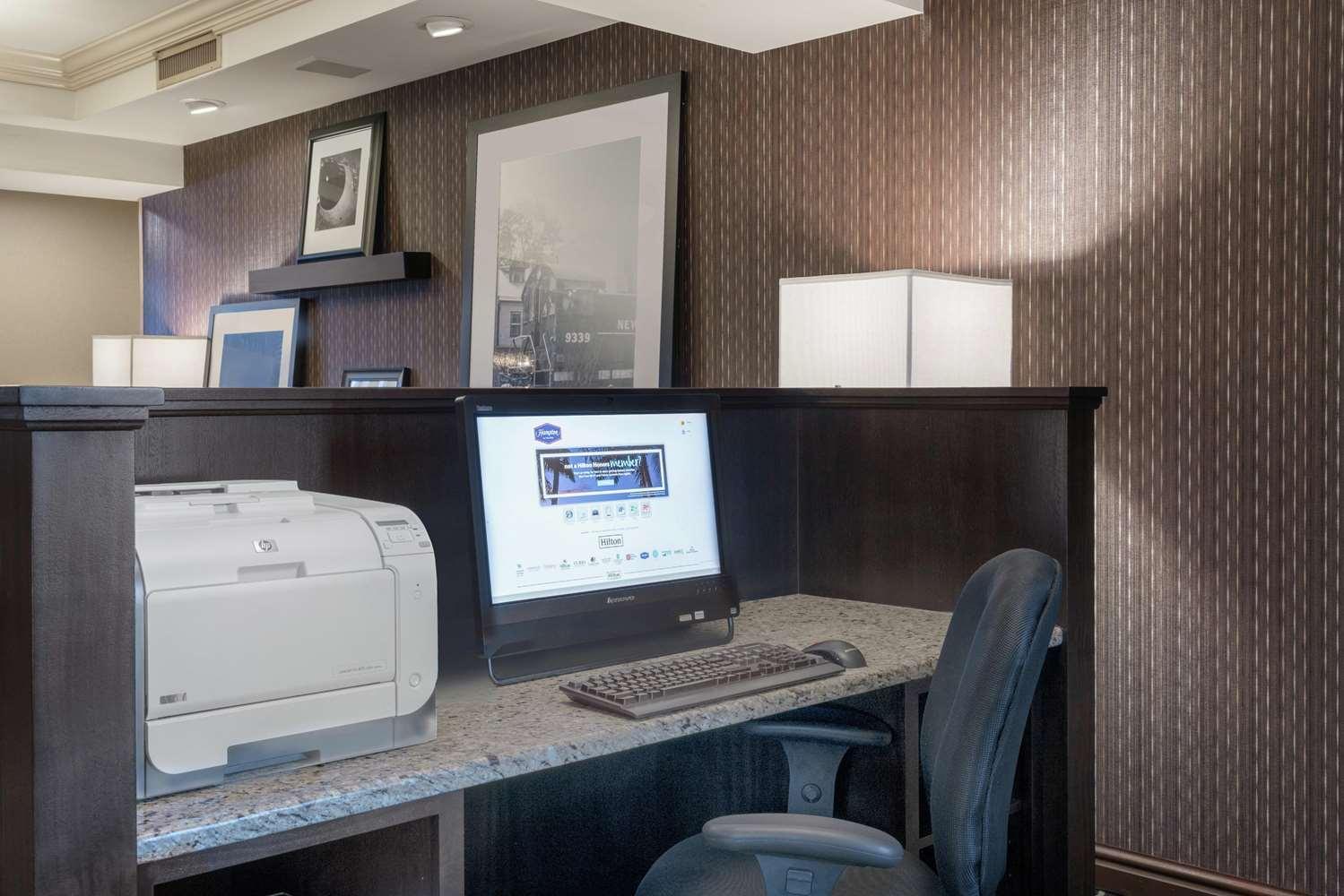 Conference Area - Hampton Inn & Suites Oaks