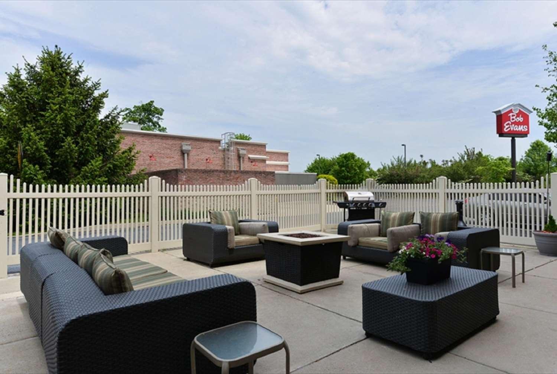 Bar - Hampton Inn & Suites Oaks