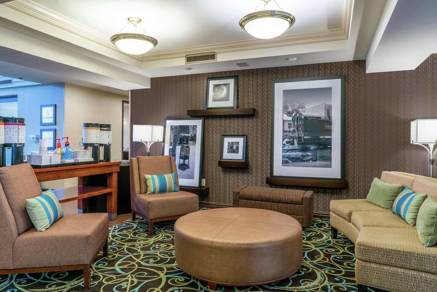 Lobby - Hampton Inn & Suites Oaks