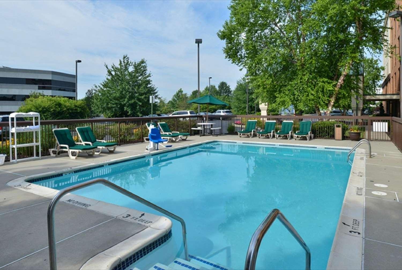 Pool - Hampton Inn & Suites Oaks