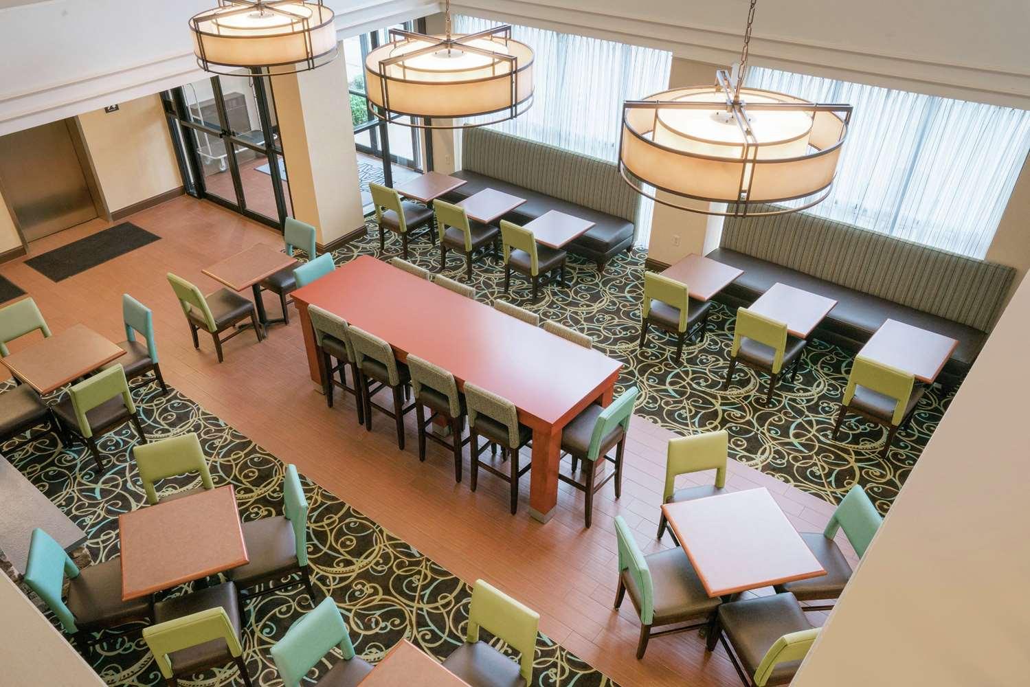 Restaurant - Hampton Inn & Suites Oaks