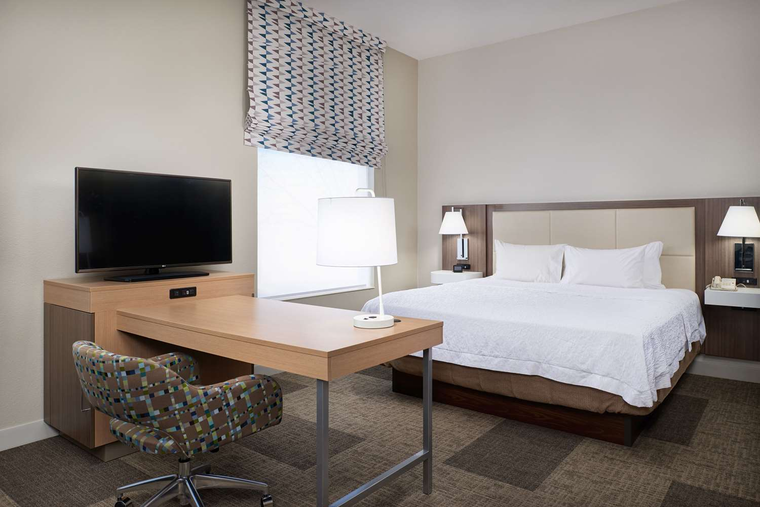 Room - Hampton Inn & Suites Rogers
