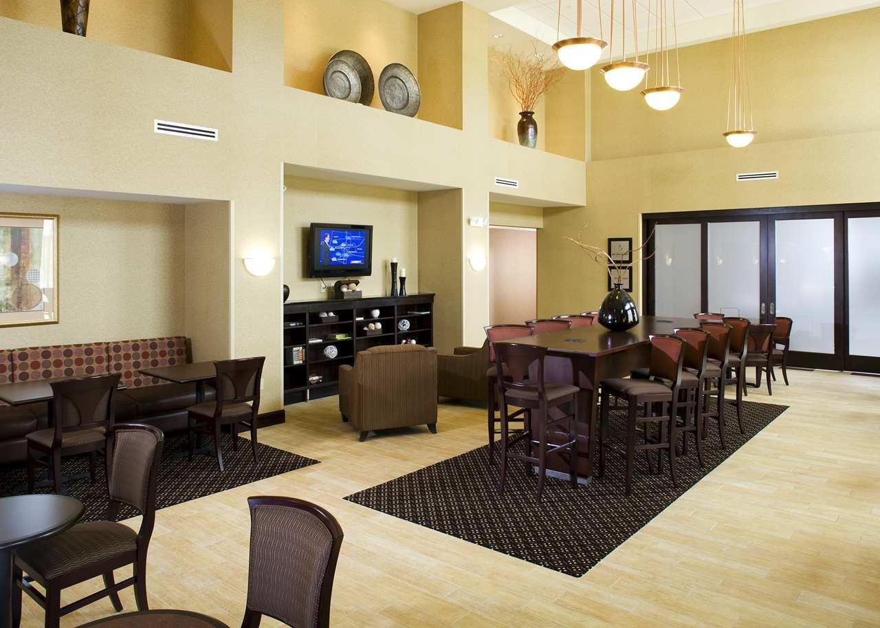 Lobby - Hampton Inn & Suites Rochester