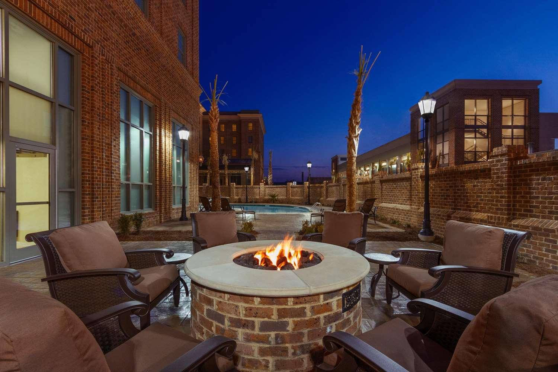 Pool - Embassy Suites Savannah