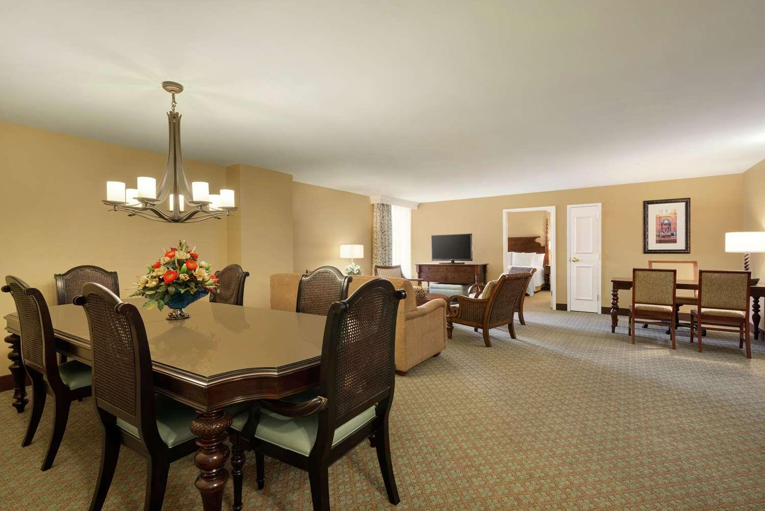 Room - Embassy Suites Savannah