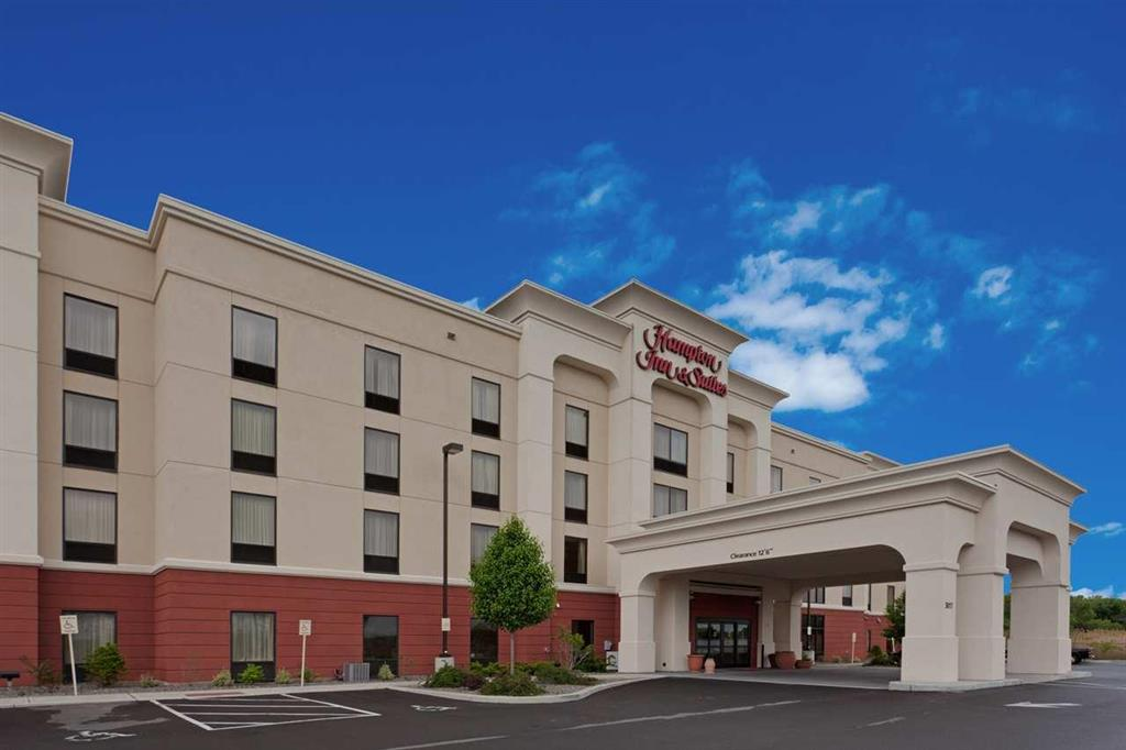 syracuse syr airport hotel and parking coupon park. Black Bedroom Furniture Sets. Home Design Ideas