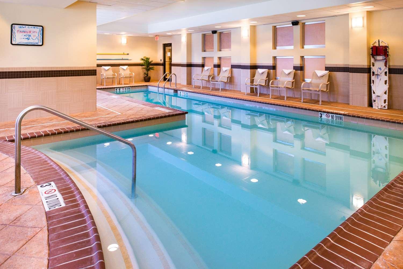 Pool - Hampton Inn & Suites National Harbor