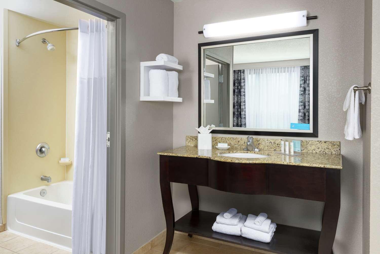 Room - Hampton Inn & Suites National Harbor