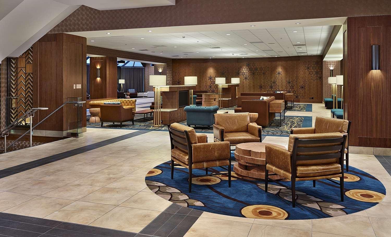 Lobby - DoubleTree by Hilton Hotel & Conference Center Regina
