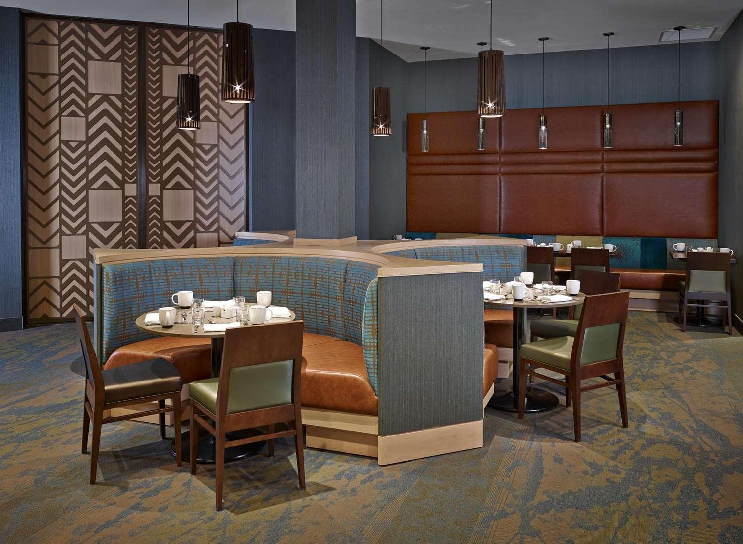 Restaurant - DoubleTree by Hilton Hotel & Conference Center Regina