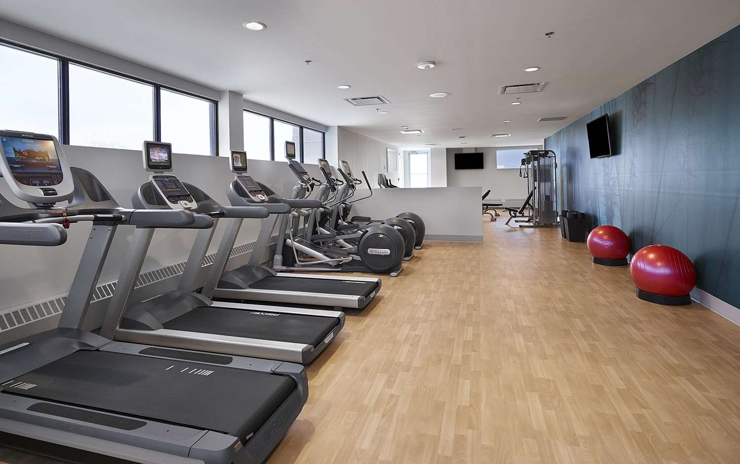 Fitness/ Exercise Room - DoubleTree by Hilton Hotel & Conference Center Regina