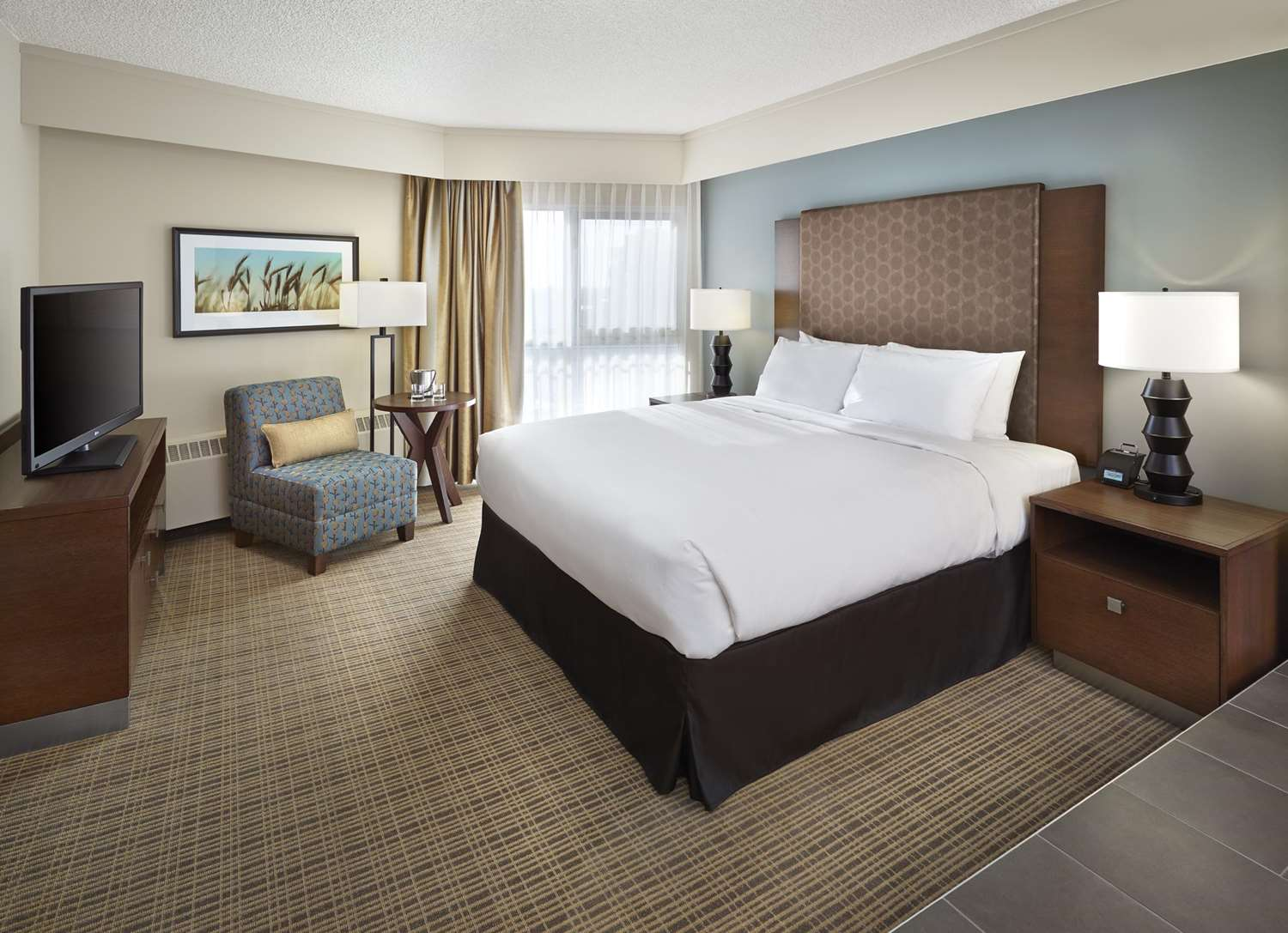 Room - DoubleTree by Hilton Hotel & Conference Center Regina