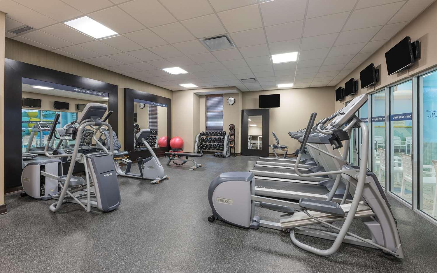 Fitness/ Exercise Room - Hampton Inn Membertou