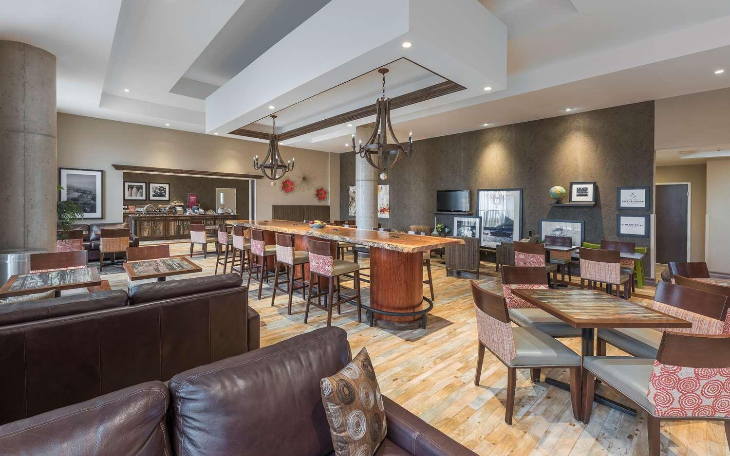 Restaurant - Hampton Inn Membertou