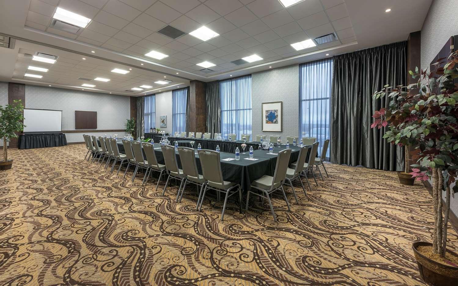 Meeting Facilities - Hampton Inn Membertou