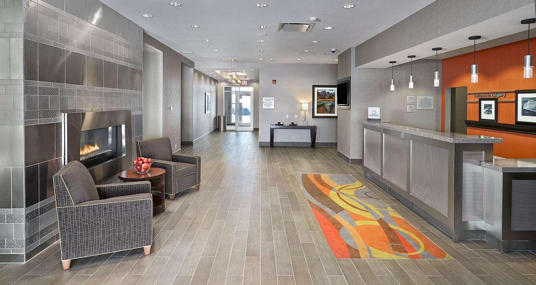Lobby - Hampton Inn Airport North Calgary