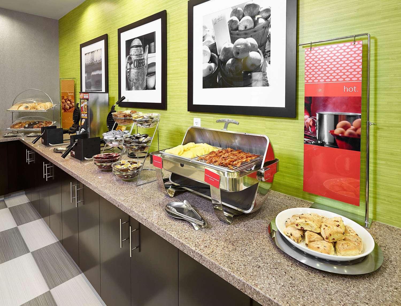 Restaurant - Hampton Inn Airport North Calgary
