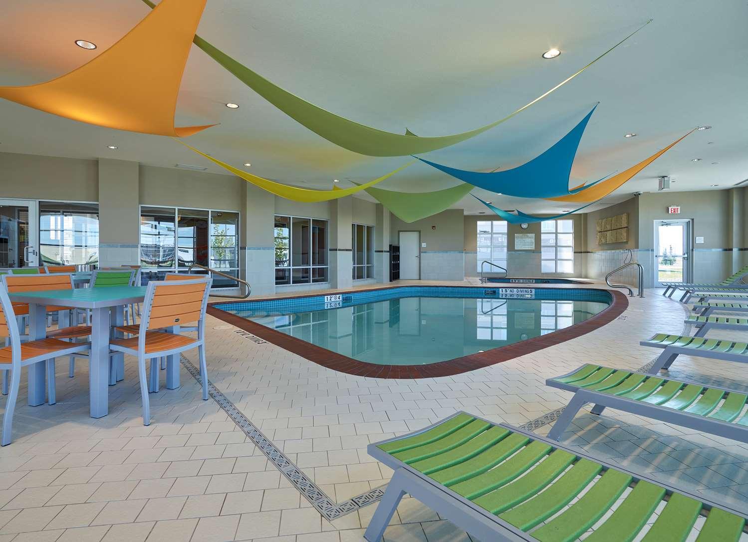 Pool - Hampton Inn Airport North Calgary
