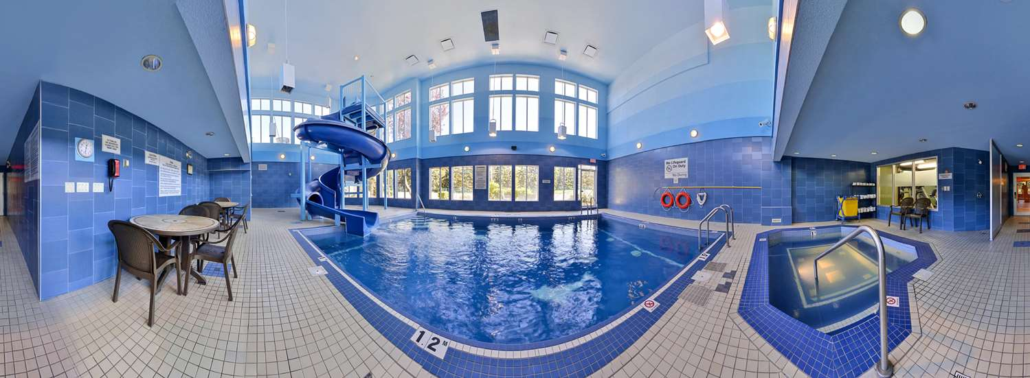 Pool - Hampton Inn & Suites University Northwest Calgary