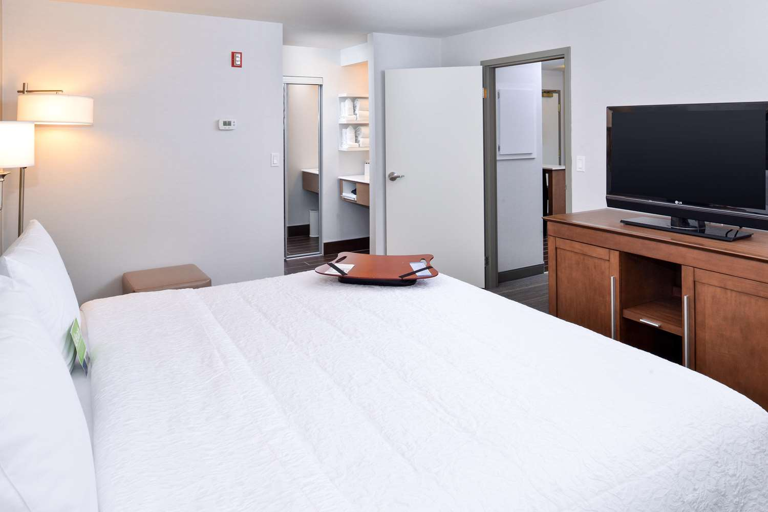 Room - Hampton Inn & Suites University Northwest Calgary