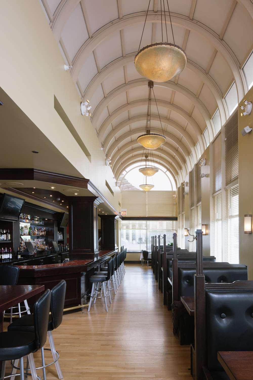 Restaurant - DoubleTree by Hilton Hotel North Shore Skokie