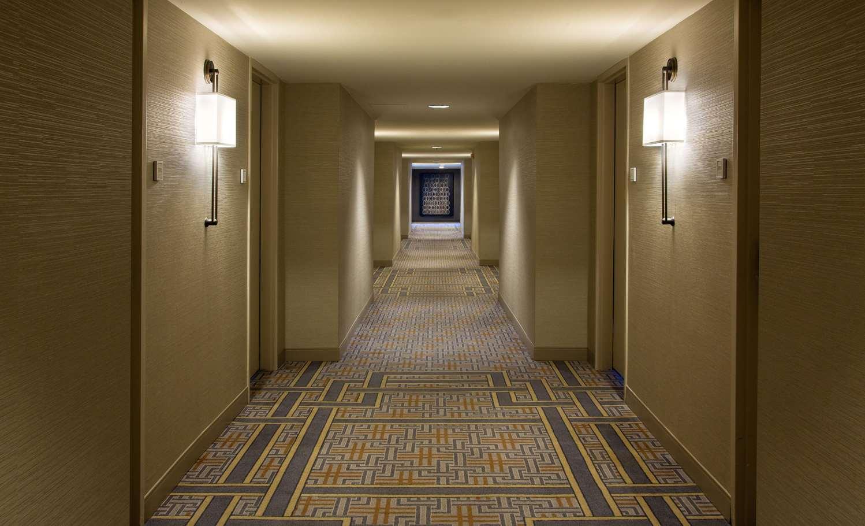Lobby - DoubleTree by Hilton Hotel Oak Brook