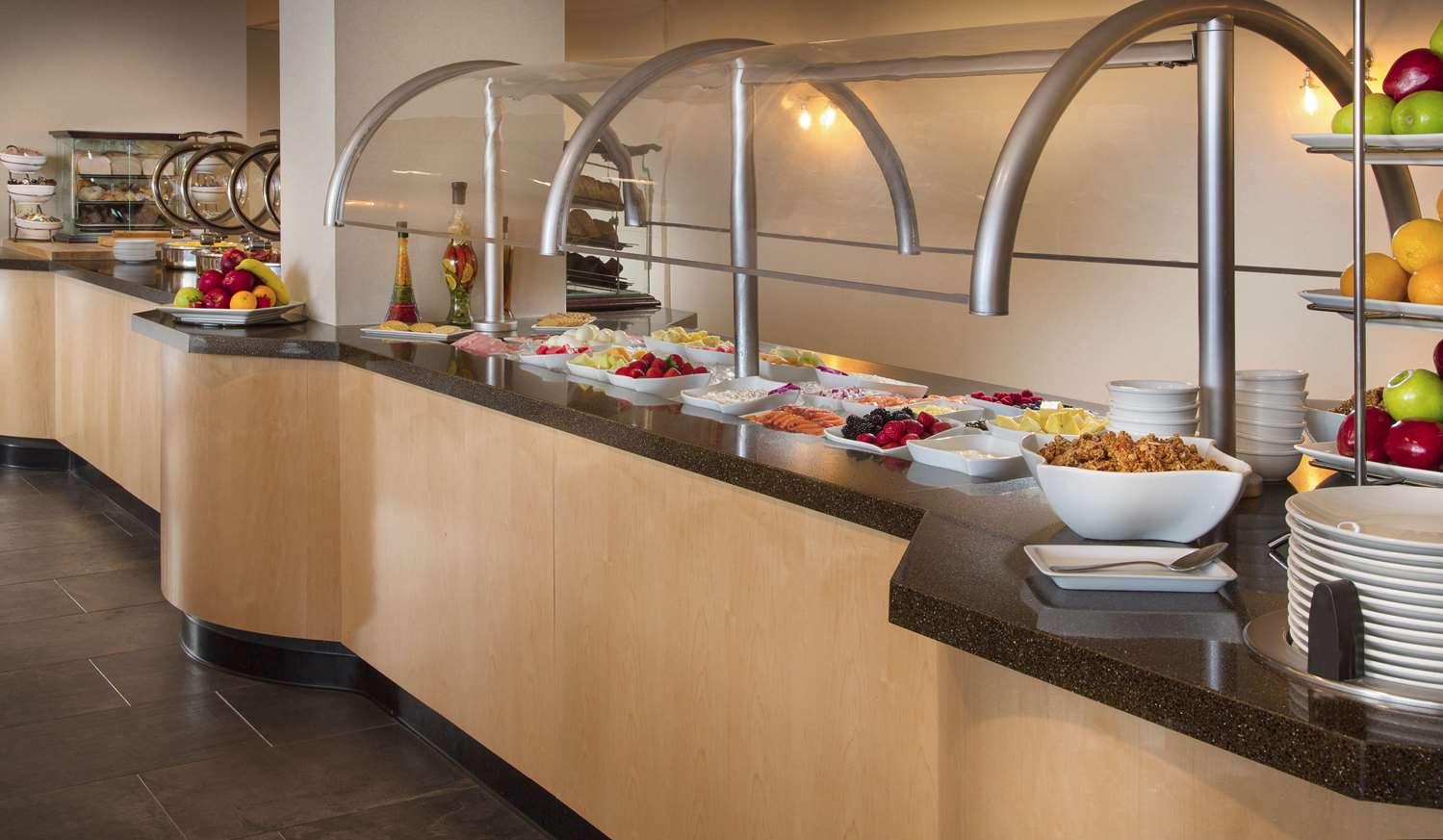 Restaurant - DoubleTree by Hilton Hotel Oak Brook