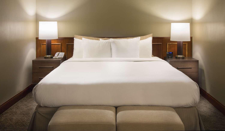 Room - DoubleTree by Hilton Hotel Oak Brook