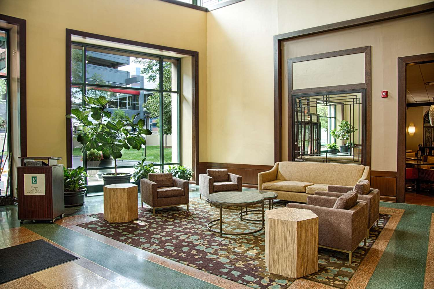 Lobby - Embassy Suites O'Hare Airport Rosemont