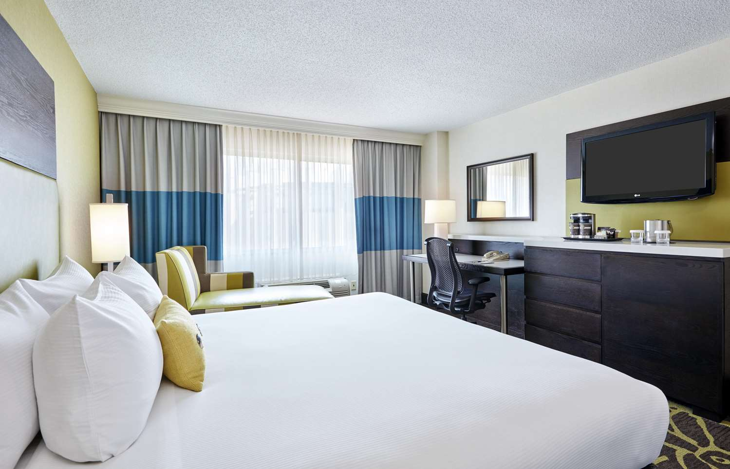 Room - DoubleTree by Hilton Hotel Gateway Village Charlotte