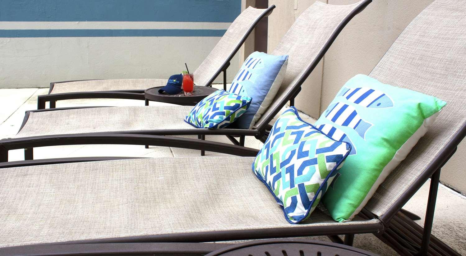 Pool - DoubleTree by Hilton Hotel Gateway Village Charlotte