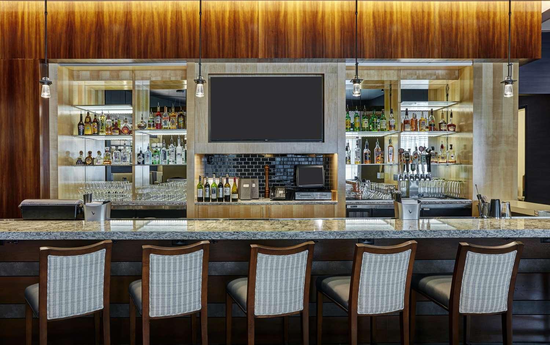 Bar - DoubleTree by Hilton Hotel Gateway Village Charlotte