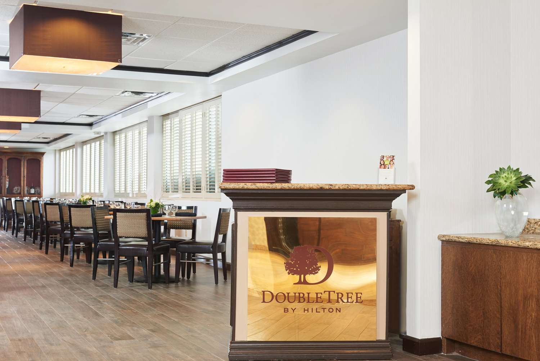 Restaurant - DoubleTree by Hilton Hotel Market Center Dallas