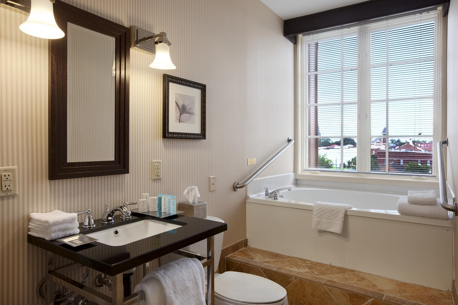 Suite - DoubleTree by Hilton Hotel Riverfront New Bern