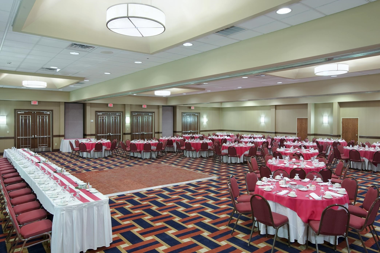 Ballroom - DoubleTree by Hilton Hotel Riverfront New Bern