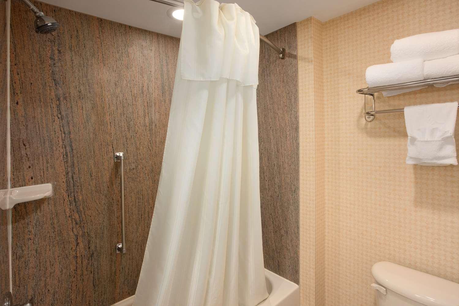 Room - Homewood Suites by Hilton Edgewater