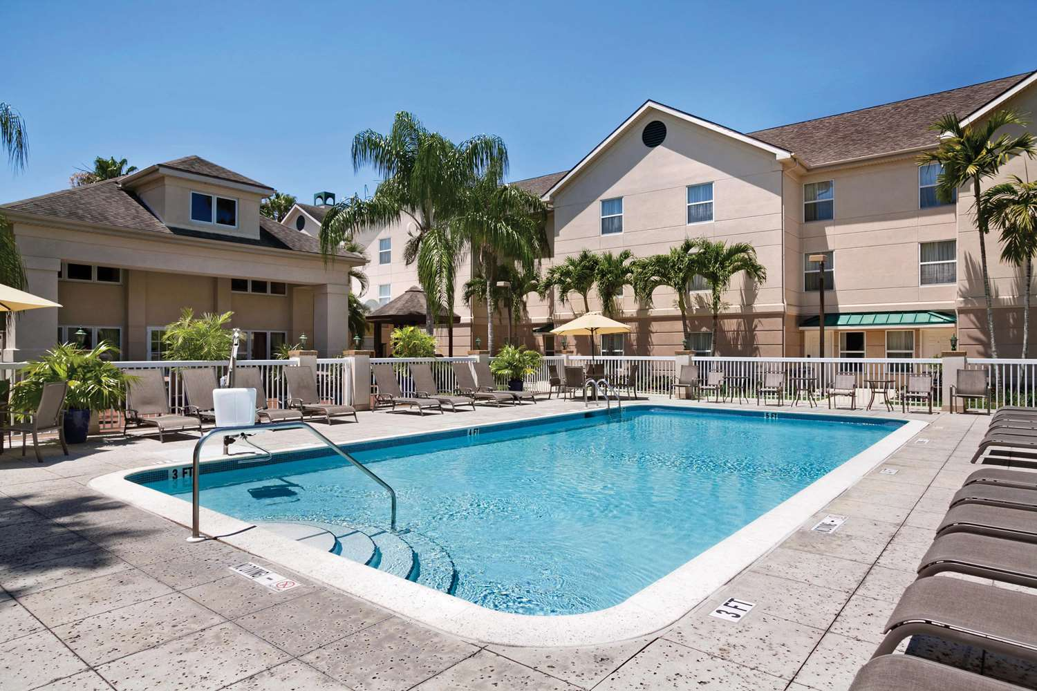 Pool - Homewood Suites by Hilton Fort Myers