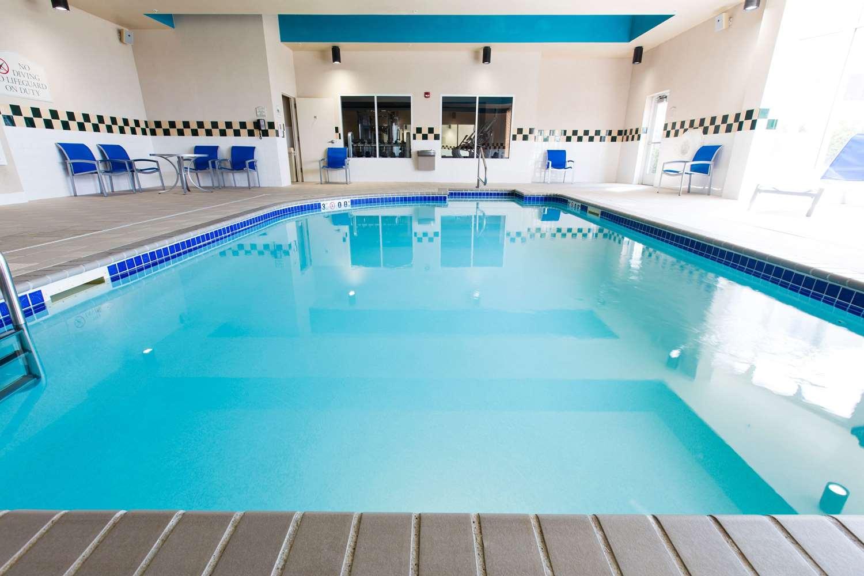 Pool - Hilton Garden Inn Grand Forks