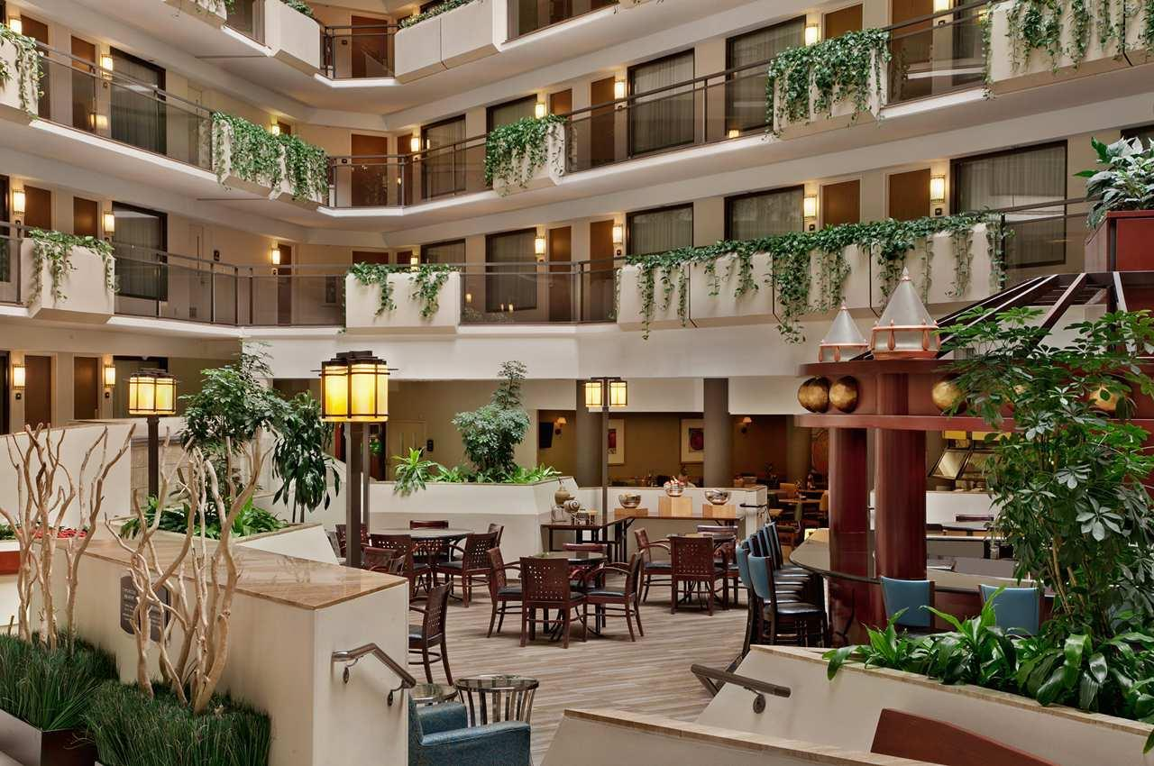 Lobby - Embassy Suites Overland Park