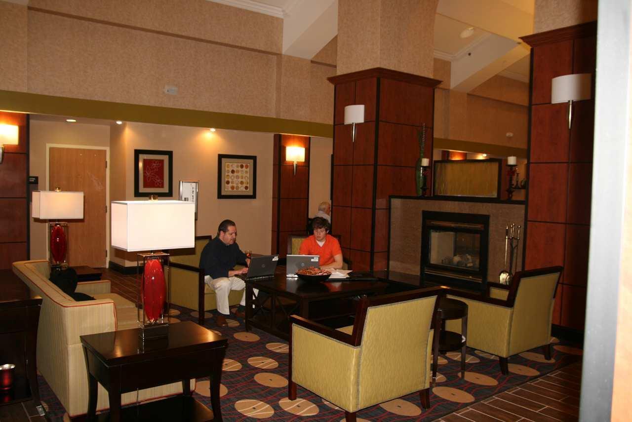 Lobby - Hampton Inn & Suites Merriam