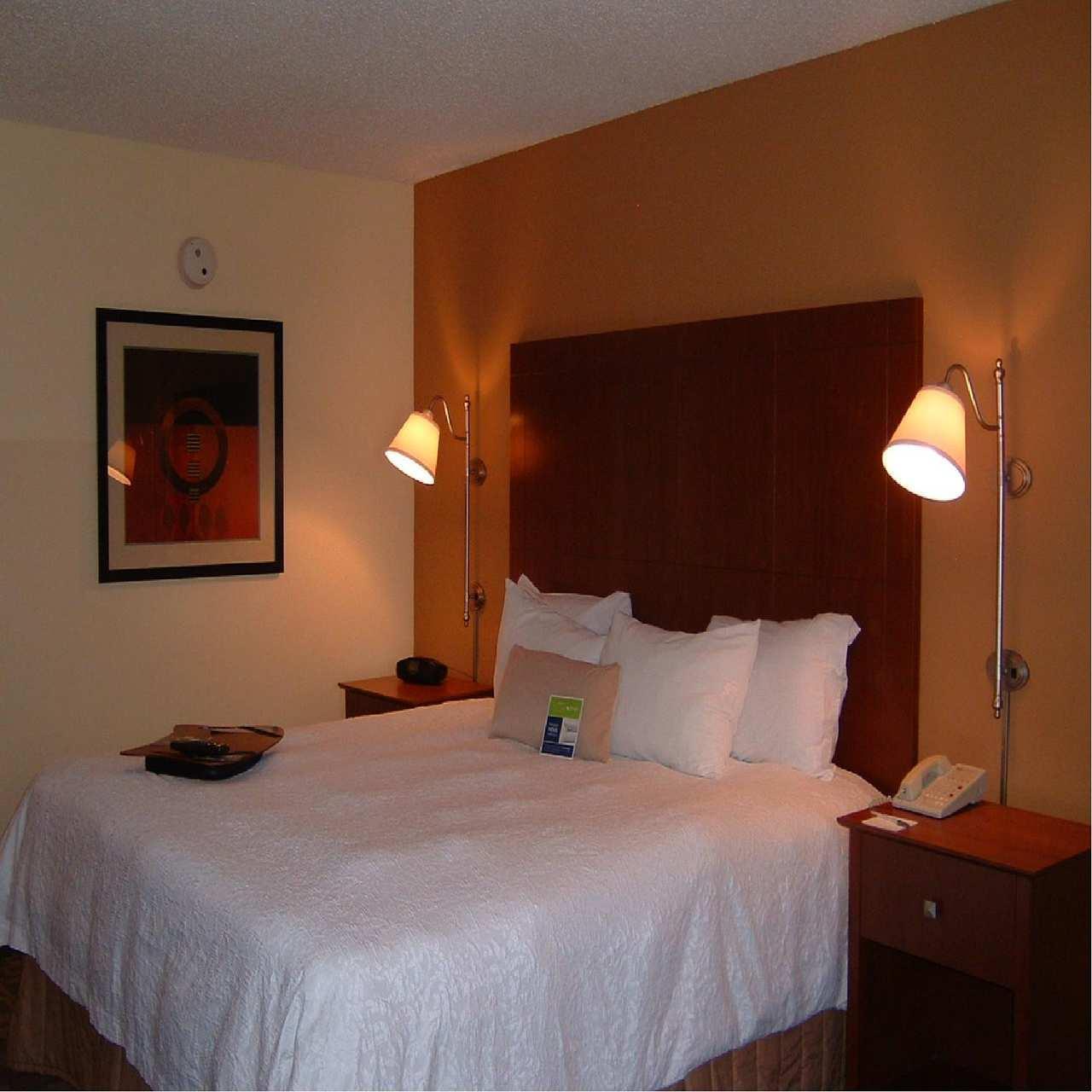 Room - Hampton Inn & Suites Merriam