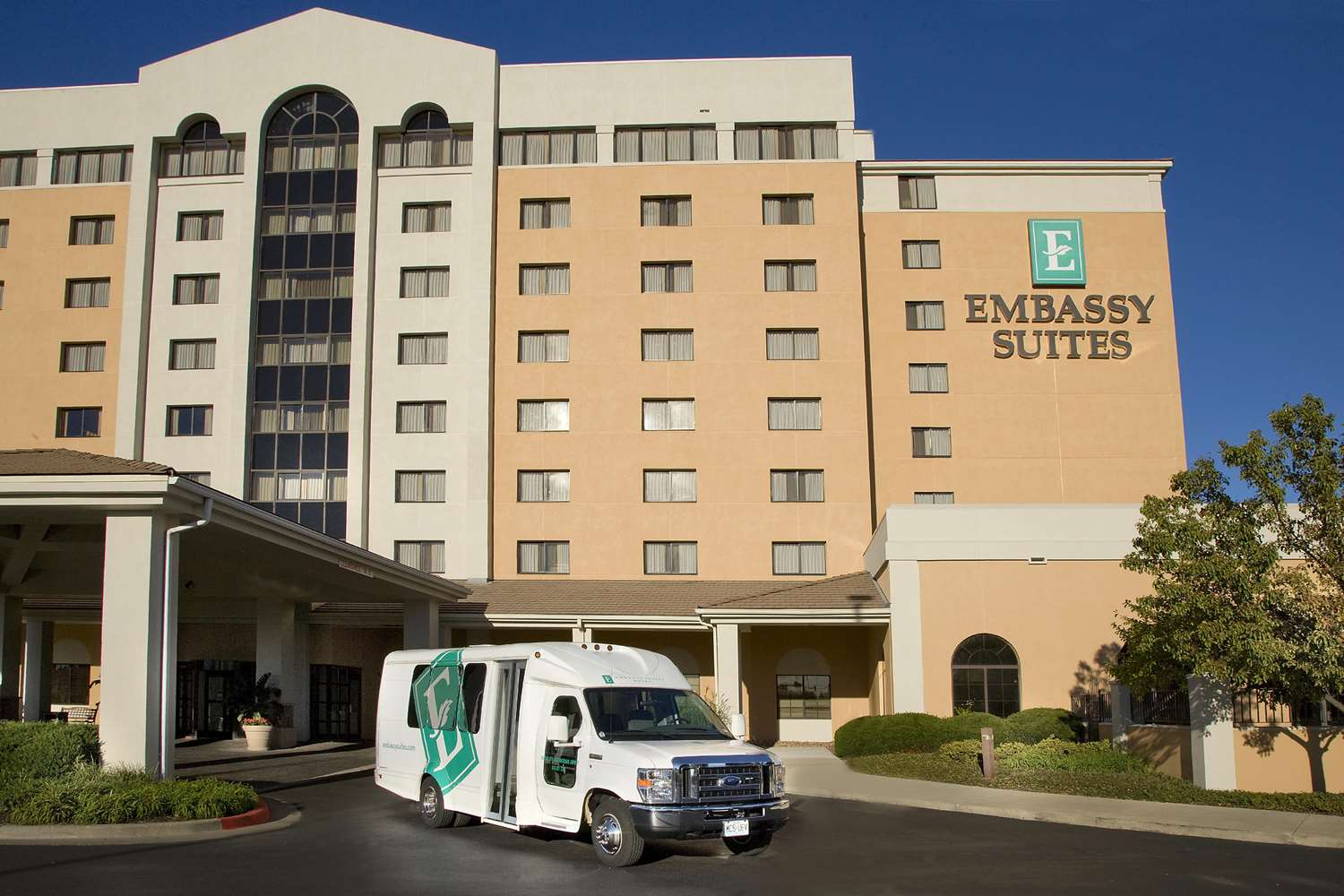 Embassy Suites by Hilton Kansas City International Airport